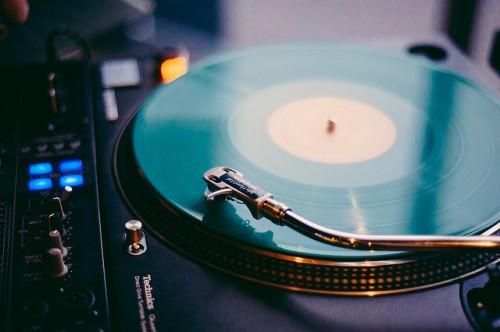 beautiful-vinyl-record-player